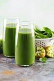Зеленый сок в высокорослых стеклах Стоковое Изображение