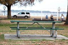 Зеленый стол для пикника Стоковые Изображения