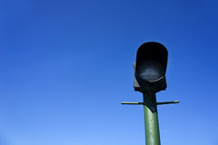 Зеленый фонарный столб на предпосылке голубого неба Стоковая Фотография