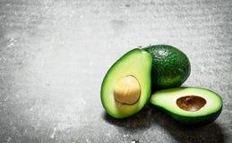 Зеленый цвет авокадоа на таблице Стоковые Изображения RF