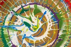 Зеленый цвет, белый; красная краска для пульверизатора на картоне Стоковая Фотография