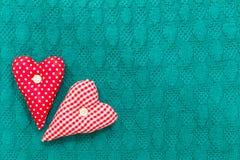 Зеленый цвет валентинки Святого текстурировал связанную предпосылку с сердцами Стоковая Фотография RF