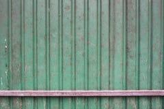 Зеленый цвет заржавел железная стена Стоковое фото RF