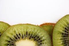 Зеленый цвет кивиа сочный Продетые нитку дольки Стоковые Фотографии RF