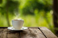 зеленый цвет кофейной чашки предпосылки Стоковые Фото