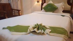 Зеленый цвет настроенный кроватью Стоковое фото RF