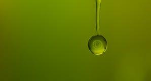 Зеленый цвет падения воды Стоковое Изображение