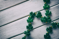Зеленый цвет: Простая предпосылка ожерелья дня ` s St. Patrick Стоковая Фотография