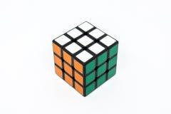 Зеленый цвет успеха куба Rubik оранжевый белый Стоковые Фотографии RF