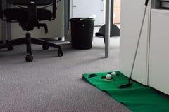 Зеленый цвет установки в развлечениях потехи современного белого офиса корпоративных Стоковое фото RF