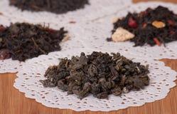 Зеленый, черный и плодоовощ освободите чай Стоковое Фото