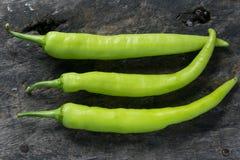 Зеленый chili на деревянном Стоковое фото RF