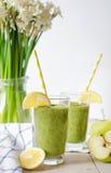 Зеленый smoothie в стекле Стоковое Изображение RF