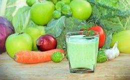 Зеленый smoothie - зеленый сок Стоковые Фотографии RF