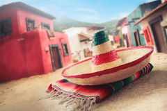 зеленым sombrero изолированный шлемом мексиканский Стоковое Изображение