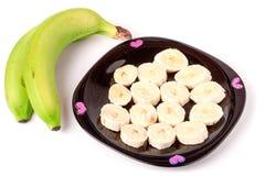 2 зеленых бананы и куска в плите изолированной на белизне Стоковое фото RF