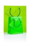 2 зеленых бумажных изолированного мешка Стоковое Изображение