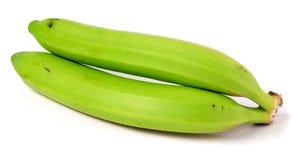 2 зеленых незрелых банана изолированного на белой предпосылке Стоковые Фотографии RF