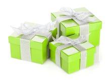 3 зеленых подарочной коробки с серебряными лентой и смычком Стоковое фото RF
