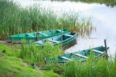 3 зеленых прикованных весельной лодки Стоковое Фото
