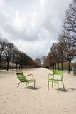 2 зеленых стуль на путе в Париже, Франции Стоковые Фото