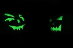 2 зеленых тыквы хеллоуина на черной предпосылке Стоковое Изображение RF