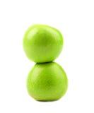 2 зеленых яблока. Вертикальный. Конец вверх. Стоковое Изображение RF