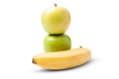 2 зеленых яблока и один банан Стоковое Изображение RF