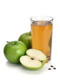 2 зеленых яблоки и сока Стоковые Фото