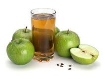 3 зеленых яблоки и стекла сока Стоковое фото RF