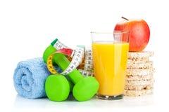 2 зеленых dumbells, рулетка и здоровая еда Фитнес и h Стоковые Фото