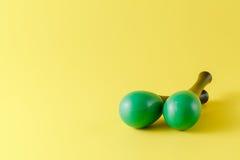 2 зеленых maracas Стоковая Фотография