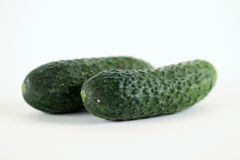 2 зеленых piccles vegetable на белой предпосылке Стоковое Фото