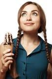 Зелен-наблюданная девушка с мороженым в руках мечт Стоковое Изображение