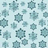 зима абстрактной картины безшовная Снежинки различных размеров на свете - голубой предпосылке Стоковая Фотография RF