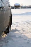 Зима автомобиля в деревне Стоковая Фотография