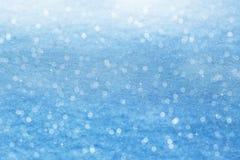 зима белизны снежинок предпосылки голубая Сверкная снег с bokeh Стоковое фото RF
