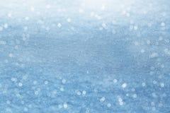 зима белизны снежинок предпосылки голубая Сверкная снег с bokeh Стоковая Фотография RF