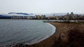 Зима Ванкувер гор здания пляжа ландшафта Стоковое Изображение