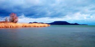 зима времени озера дня balaton пасмурная Стоковое Изображение RF