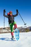 Зима в горах на snowshoes с рюкзаком и шатром Стоковая Фотография RF