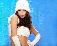 зима девушки способа bokeh предпосылки голубая Стоковое Изображение RF