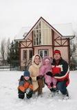 зима дома семьи Стоковое Фото