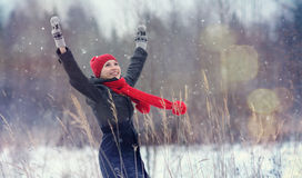 зима девушки пущи счастливая Стоковые Фото