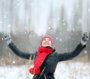 зима девушки пущи счастливая Стоковое фото RF