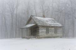 Зима здания школы горы щетки Стоковые Изображения