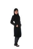 зима китайской девушки пальто стоящая стоковая фотография rf