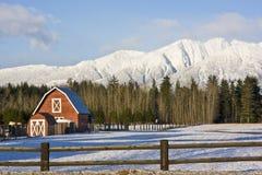 зима красного цвета ландшафта амбара Стоковые Фото