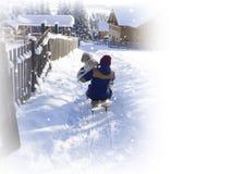 Зима молодой женщины enjoing на ловкости Потеха Wwinter стоковые фотографии rf