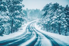 Зима на дороге стоковые фотографии rf